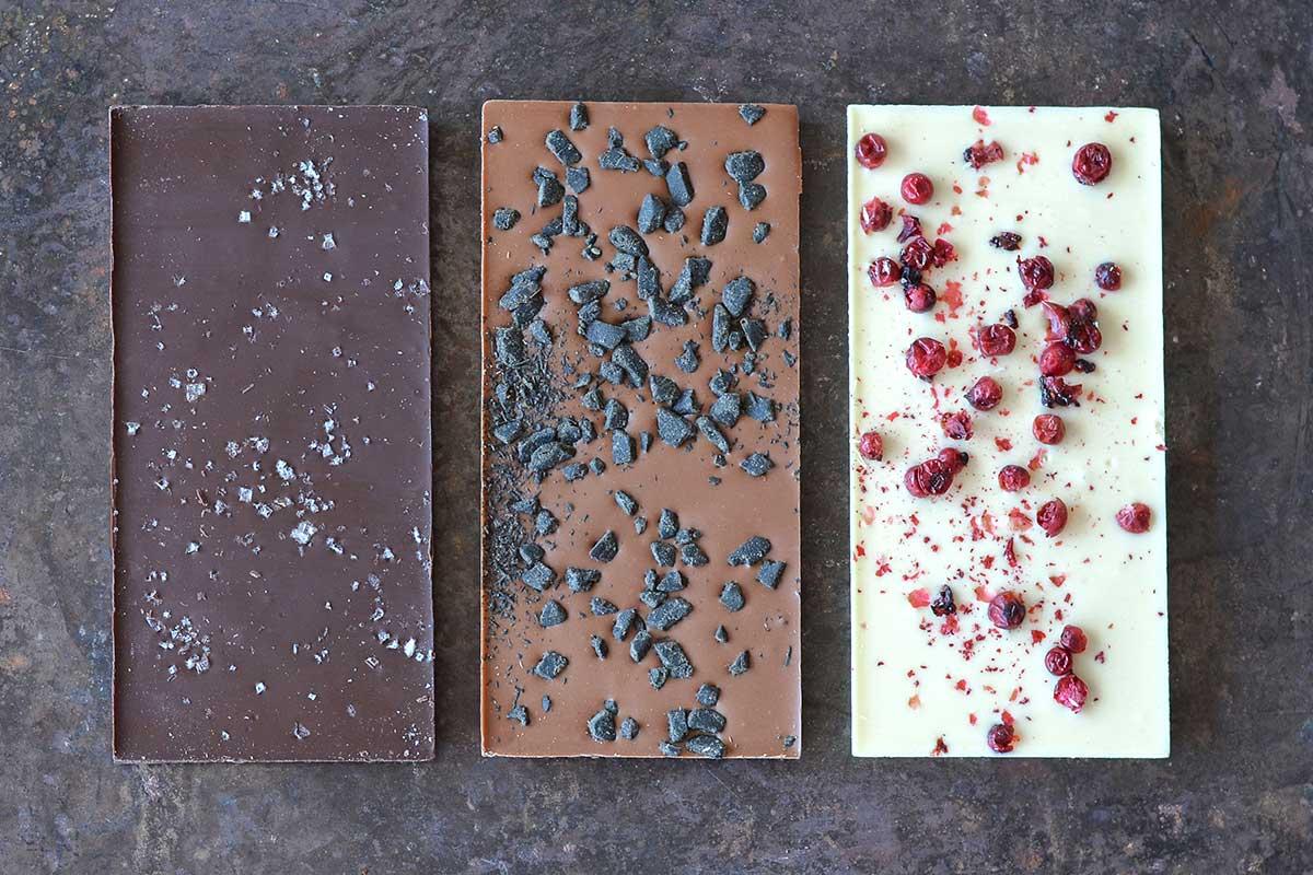Kolme suklaalevyä