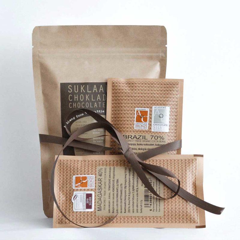 Tuotepaketti ja suklaalevyt